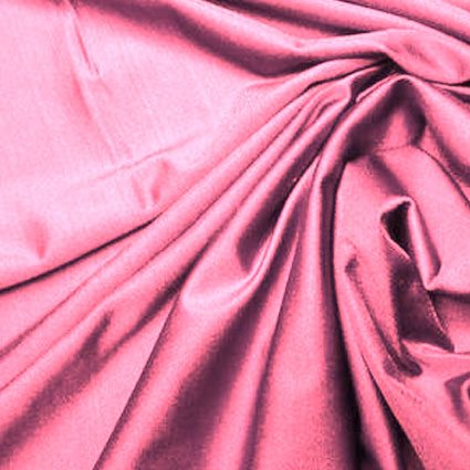 Elastischer pinker Stoff ist zu sehen.
