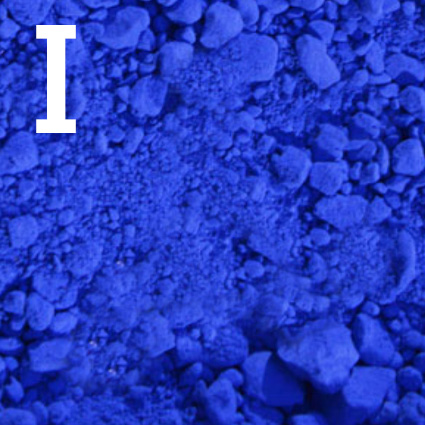 Blaues Indigopulver zum Färben von Denim ist abgebildet.