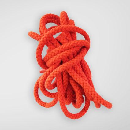 Eine orange Kordel ist abgebildet.
