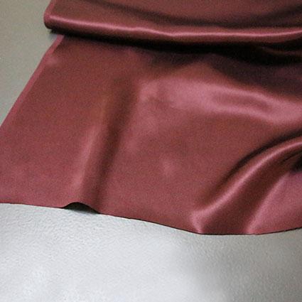 Die Stoffkante eines Futterstoffes ist abgebildet.